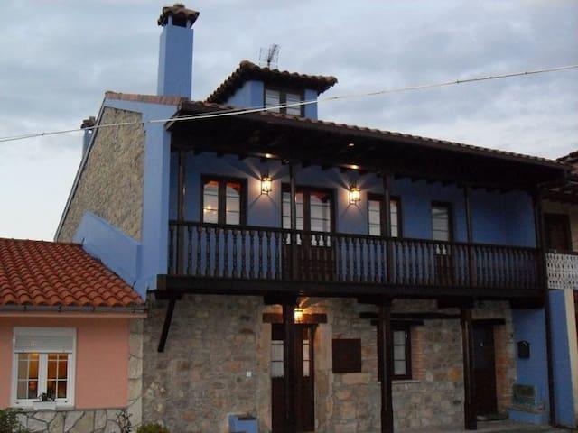 ARIAS&BURÍA, CASA DE MAS DE 200 AÑOS DE ANTIGÜEDAD - Avilés - Konukevi