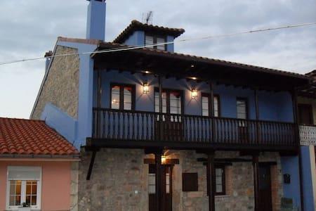 ARIAS&BURÍA, CASA DE MAS DE 200 AÑOS DE ANTIGÜEDAD - Avilés - 게스트하우스