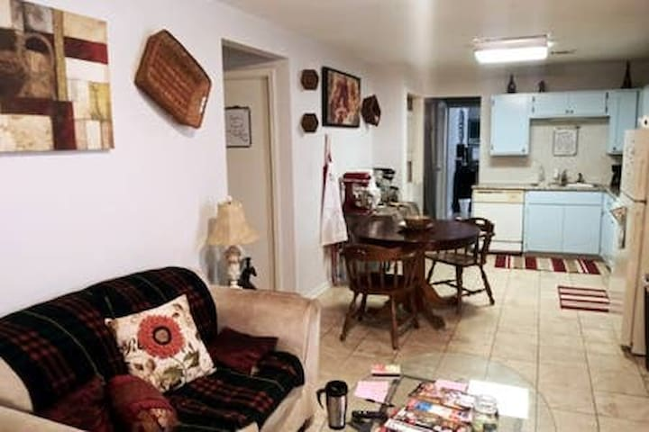 French Quarter 2 Miles Private room w/Full bed 5E