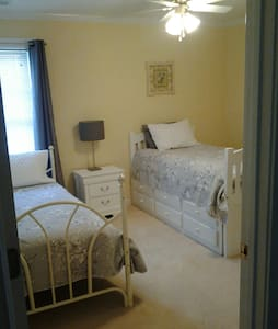 Quiet Twin / Trundle room & bath - Easley - House