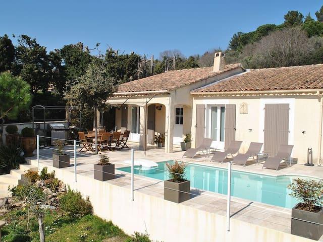 Villa avec piscine au cœur d'un village provençal - Rochefort-du-Gard - Villa