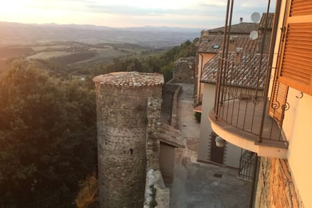 Hilltop Umbrian village house - Collazzone - House