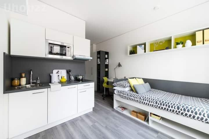 Student Only Property: Typical Studio S Silver - LOS 12 months 10% off