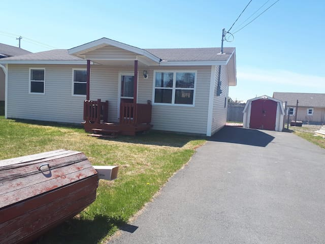 Comfy cosy home close to Bay Roberts.