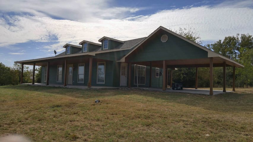 Ranch guest house on 1500 AC w private 2.5 Ac Lake
