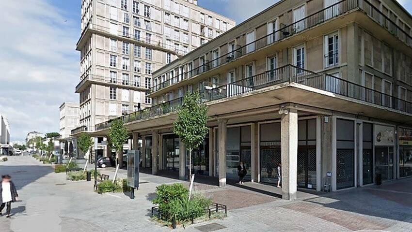 30 m2, 103  rue V  Hugo, pl centre, parking, TBE