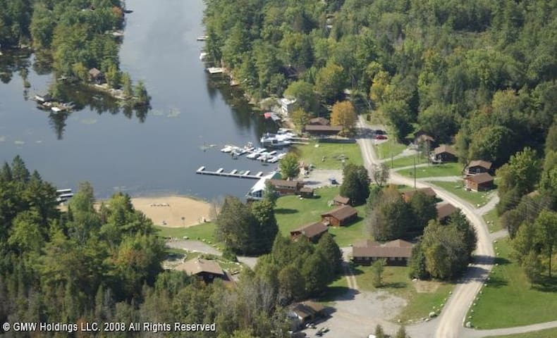 Catalina Bay Lakefront 3 Bed. Cottage, Buckhorn ON