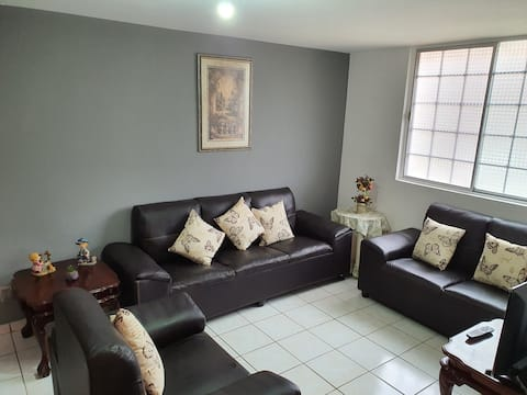Casa amplia y tranquila con excelente ubicación