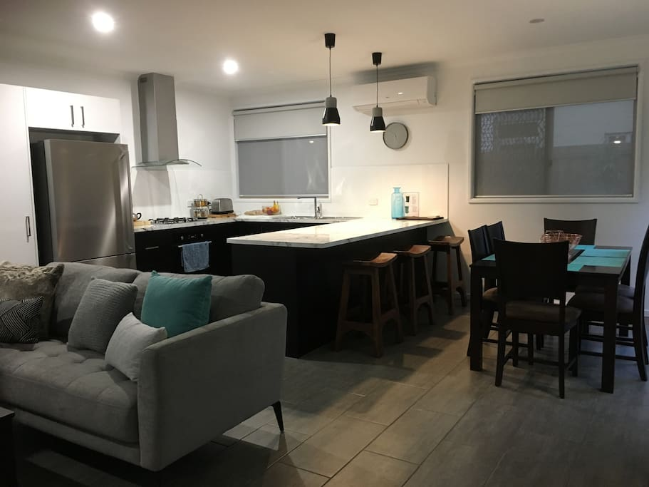 Kitchen/Dining/Lounge area