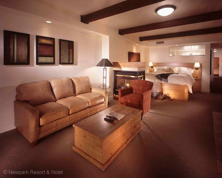 Newpark Resort - Luxury Suite with Private Hot Tub
