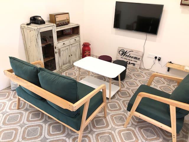 Vintage 6 Bedrooms Apartment