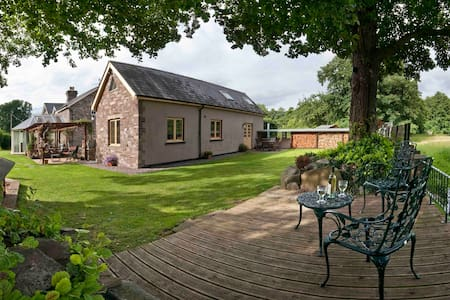 Stone Cottage with Brecon Beacons Mountain Views