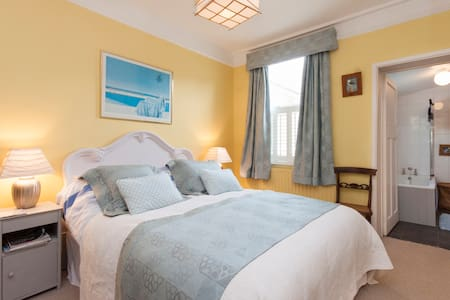 Charming 2 Room B&B close to Coast - Thurlestone - Bed & Breakfast