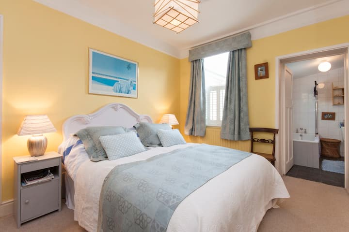 Charming en-suite B&B (1 of 2 rooms) Coastal