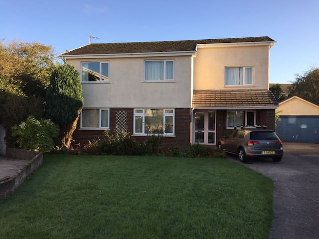 Spacious detached home near Rest Bay, Porthcawl