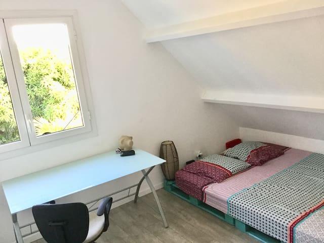 Chambre 2 avec lit 2 places (1er étage )