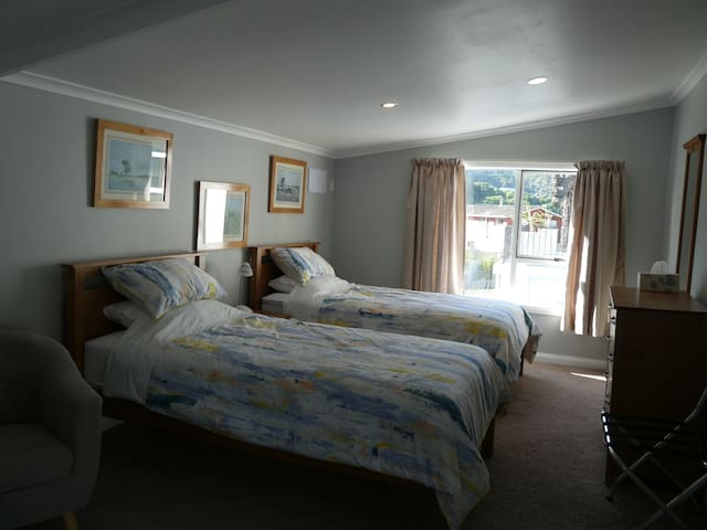 Top of the Town B&B Room 4 - Picton - Bed & Breakfast