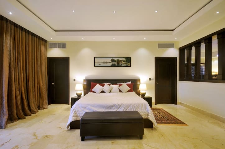 Master bedroom 2, king size bed, in suite