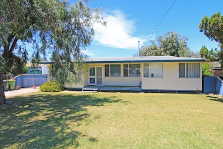 HOLIDAY HIDE OUT. large 4 bedroom home.