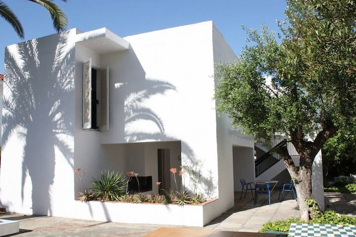 House in Cubelles by the sea. Ideal families