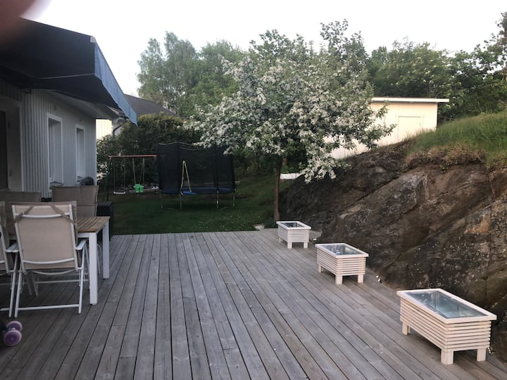 Mysig villa i lummiga Älta- nära natur & bad