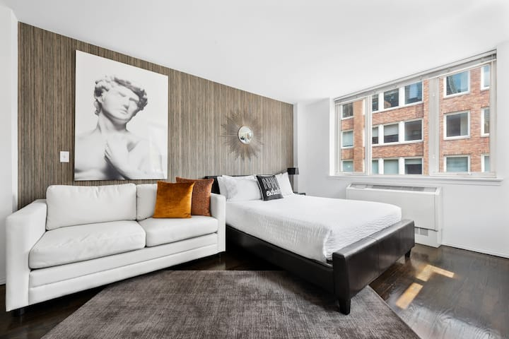 Gorgeous Upper East Side Studio near Hospitals, Elevator Building