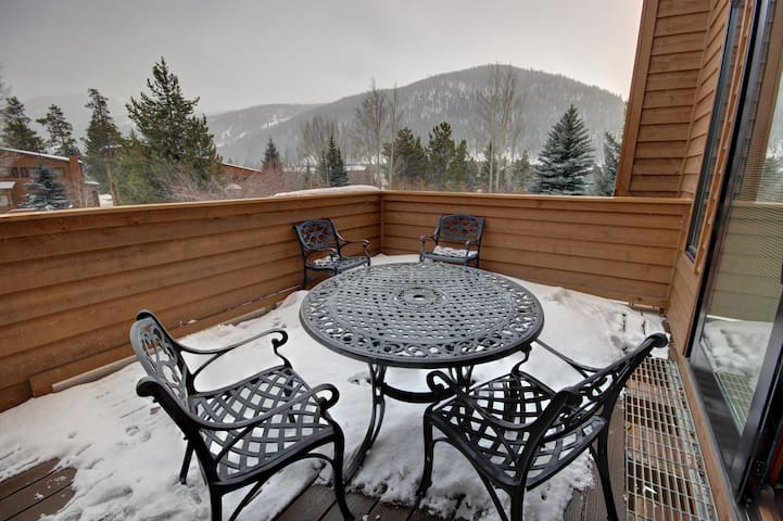 Great for Families! Private Laundry, Mountain views!  Tennis Townhomes 1335
