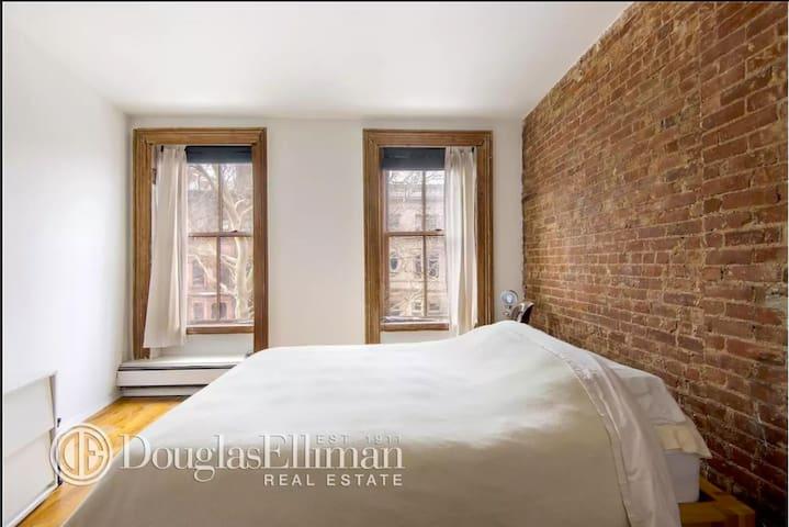 Sunny Fort Greene Brownstone 1 Bed/1 Bath - Brooklyn - Apartment