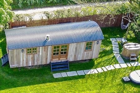 Luxury Heated Cabin with Hot Tub Couples/Families - Bush - Blockhütte