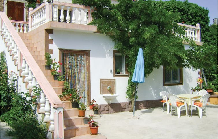 Holiday apartment with 1 bedroom on 30m² in Rakalj
