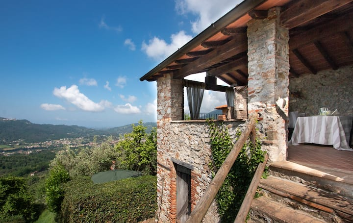 Country Cottage Sea View in Camaiore