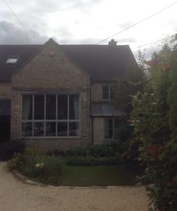 Double room in small Cotswold town - House