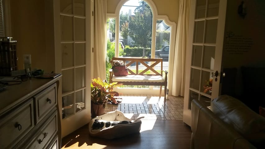 Room - Beautiful Spanish Style Home w/LT discounts - Vallejo - House