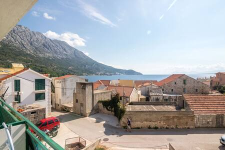 Studio Apartment, 10m from city center, seaside in Igrane, Balcony