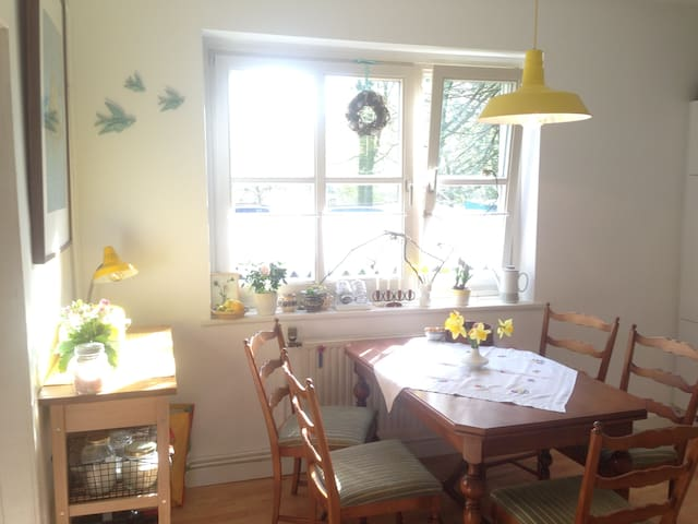 Room with bed settee/sofa bed for 2 - Hamburg - Apartament
