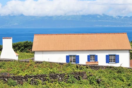 Traditional house with sea views - Ribeirinha