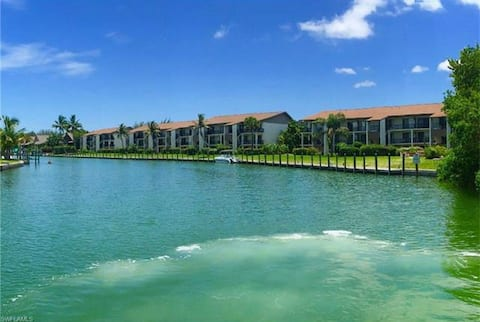 Waterfront 2BR Condo (Fully Updated!) w/ 4 Bikes!!