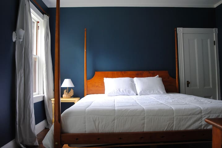 Brown & Hidden Gem-1st Fl private entry, King Beds