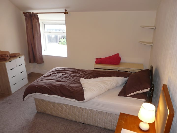 Room 4 in Shared Flat - Ideal for Contractors