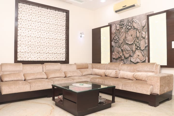 3 BR | Safe & Peaceful Colony ★Ideal for Groups★