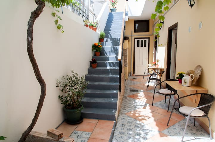 17 Flats and Roof Garden Standard Athens Downtown