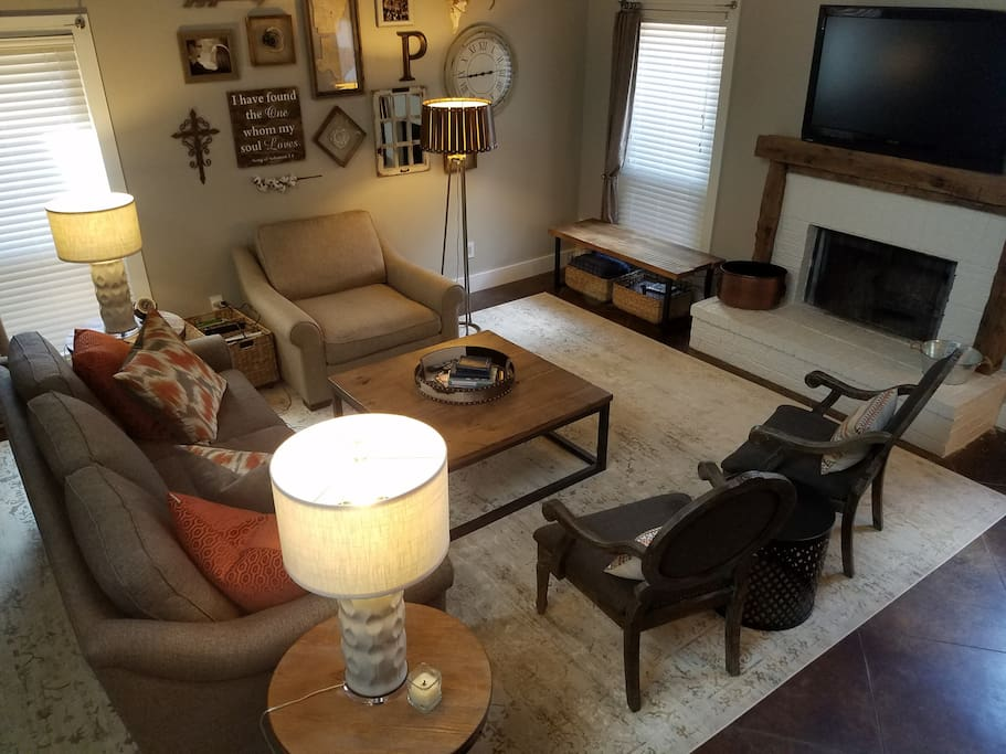 """Living room with 50"""" TV and Cable"""