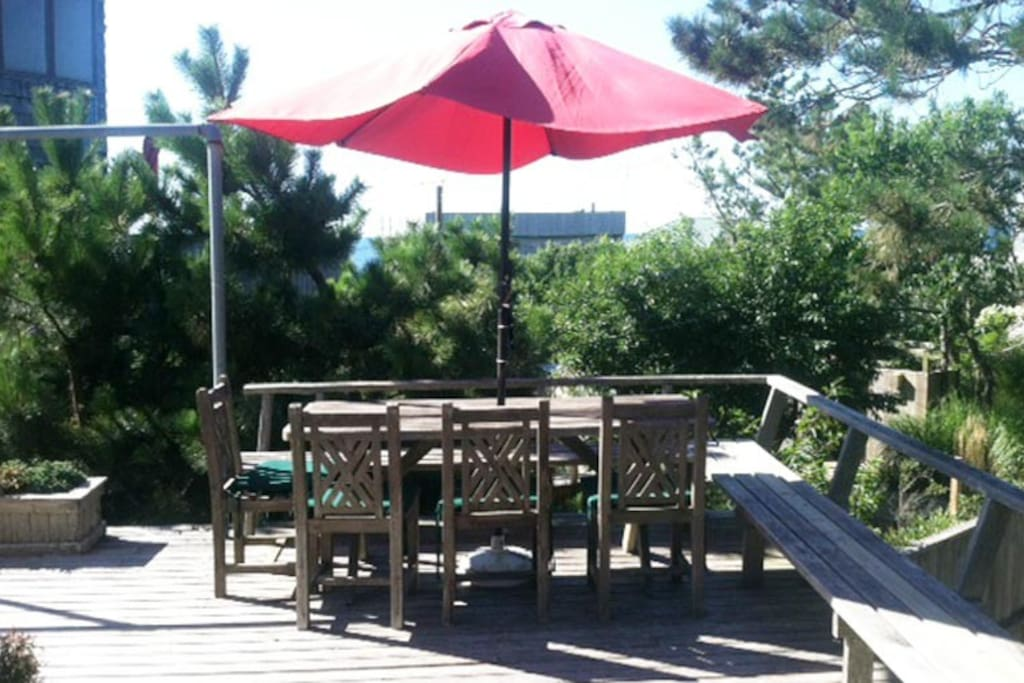 Lots of decks for outdoor dining and entertaining.