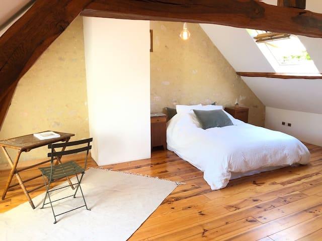 Master bedroom lit 140cm
