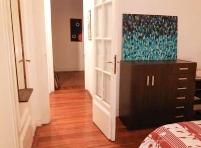 Habitación amoblada mas espacios en comun