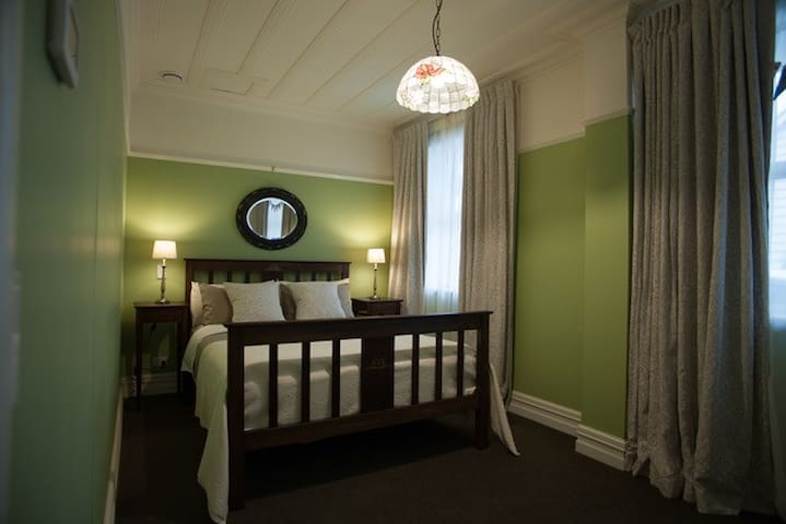 """Stunning Edwardian Room """"Maxwell"""" with en-suite."""