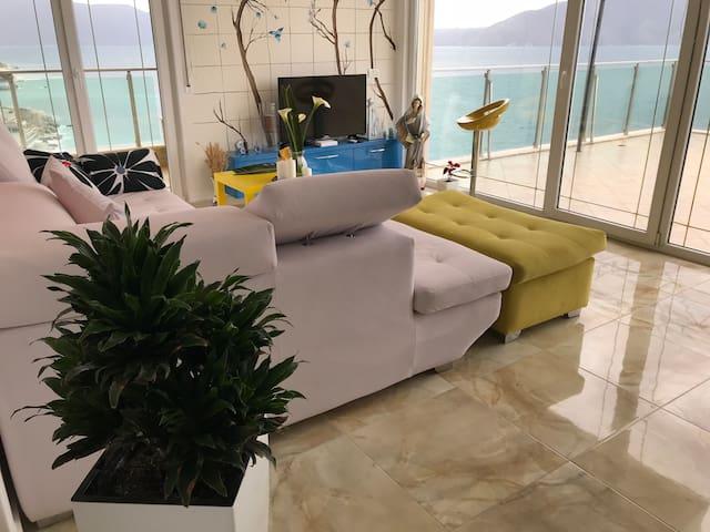 Appartamenti con la veranda vista mare
