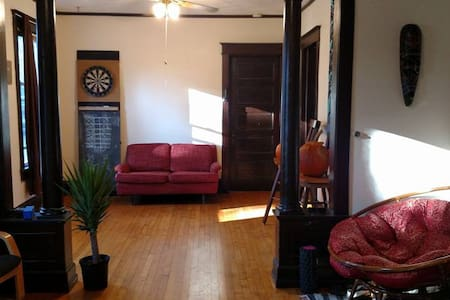 Private room close to Downtown Madison - Madison - Townhouse