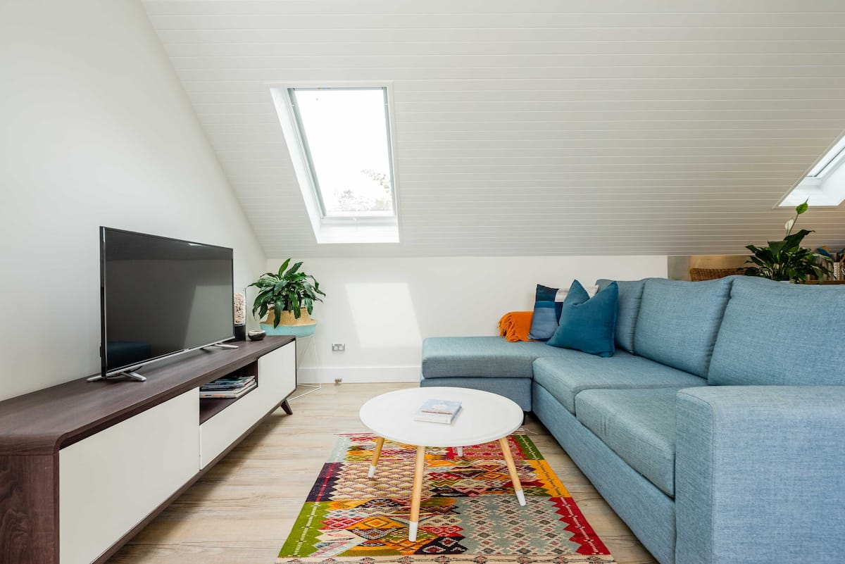 Charming Airy Studio Loft Close to Manly Beach Ferry Shops