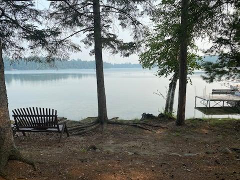 Cozy three-bedroom lake cabin in private setting